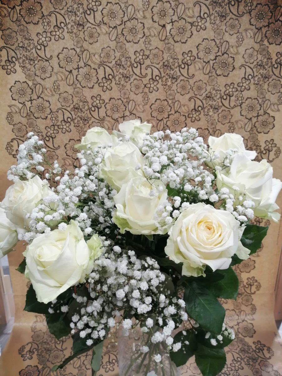 BOUQUET 9 ROSES BLANCHES + GYPSO 1